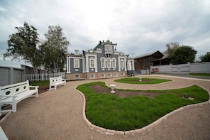 FRENCH Private Tour of Irkutsk & the Decembrists' Museum