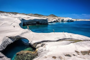 5-Day Tour in Iconic Milos, Santorini & Picturesque Crete