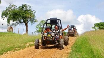 Excursion dans la campagne en véhicule tout-terrain et en buggy avec baigna...