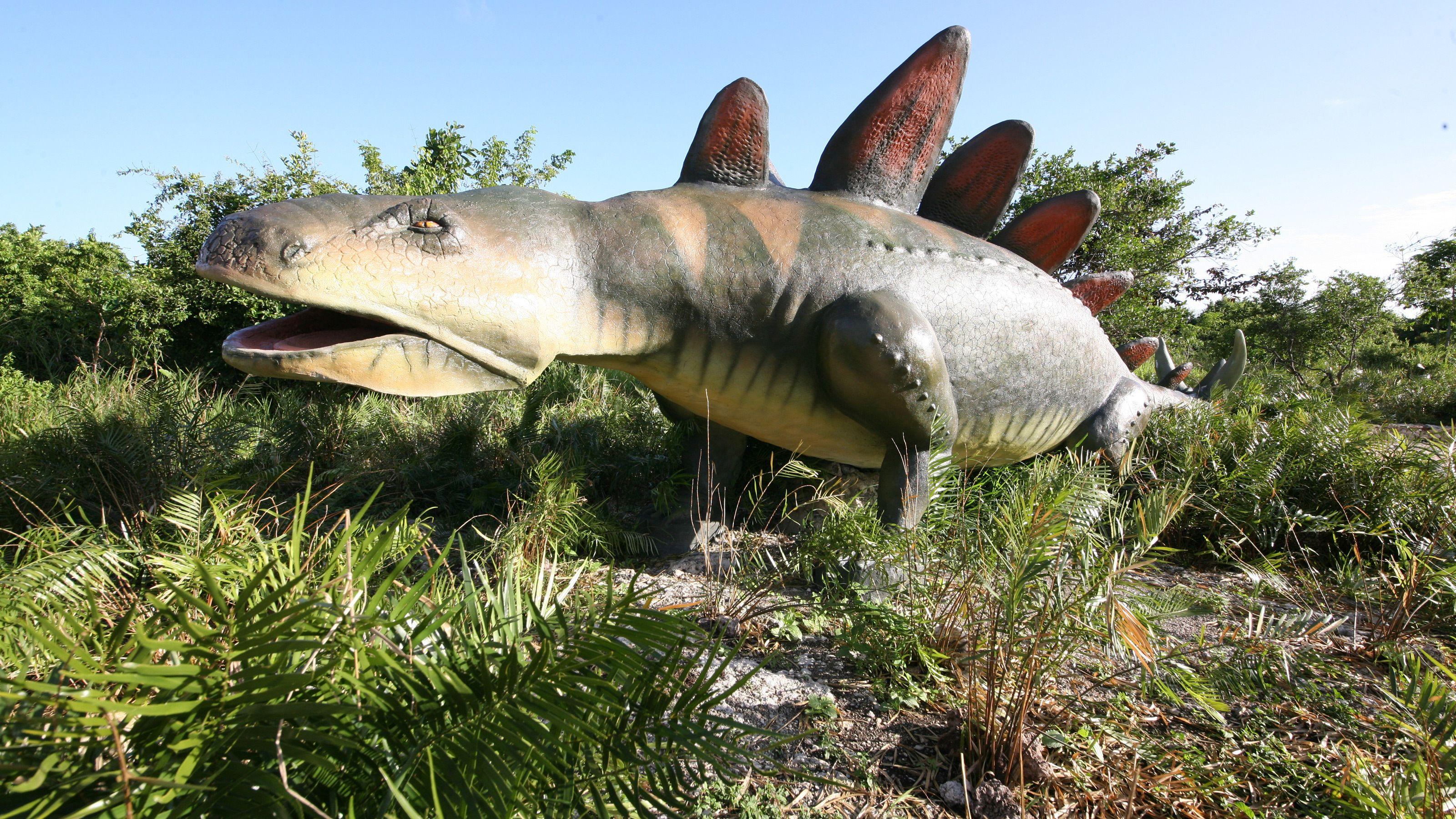 life size replica of dinosaur in theme park in Santo Domingo