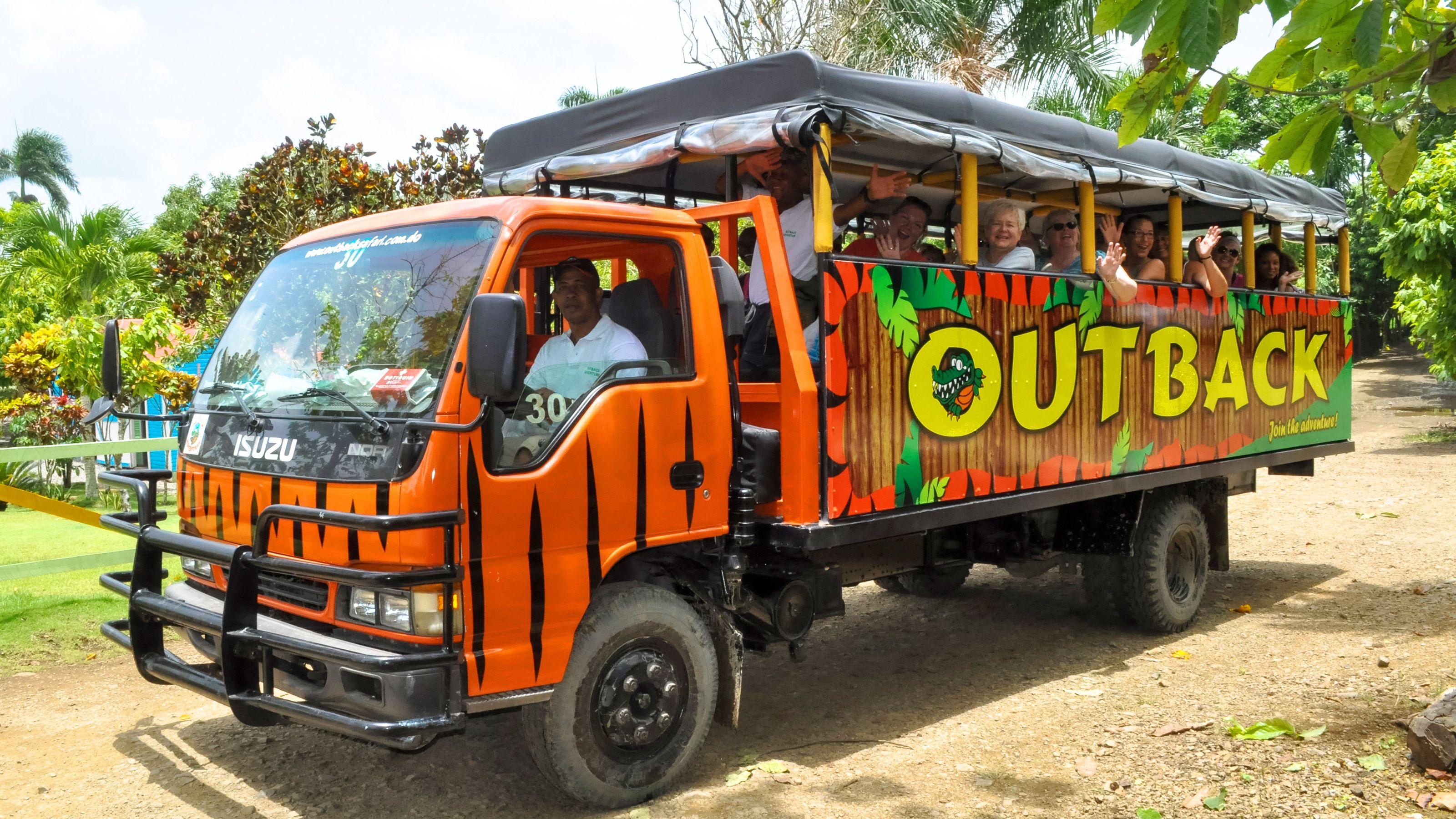 tour vehicle with passengers in Santo Domingo