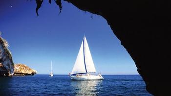 Paseo en velero de lujo al atardecer