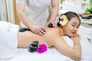 Hot Stone Massage with Special Switzerland Oil Blend