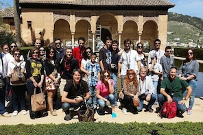 Skip the Line: Alhambra Palace Tour with Generalife Gardens