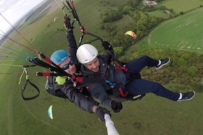 Tandem paragliding experience in Sussex