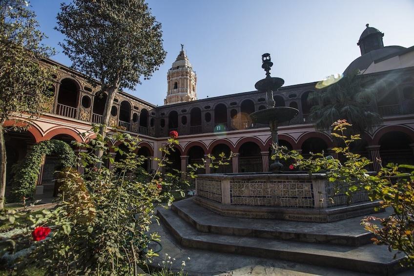 Cargar foto 3 de 10. Historic Center, San Isidro & Miraflores Tour