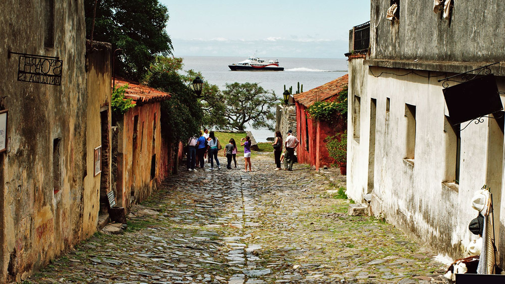 Day view of the streets seen on the Colonia City Day Tour