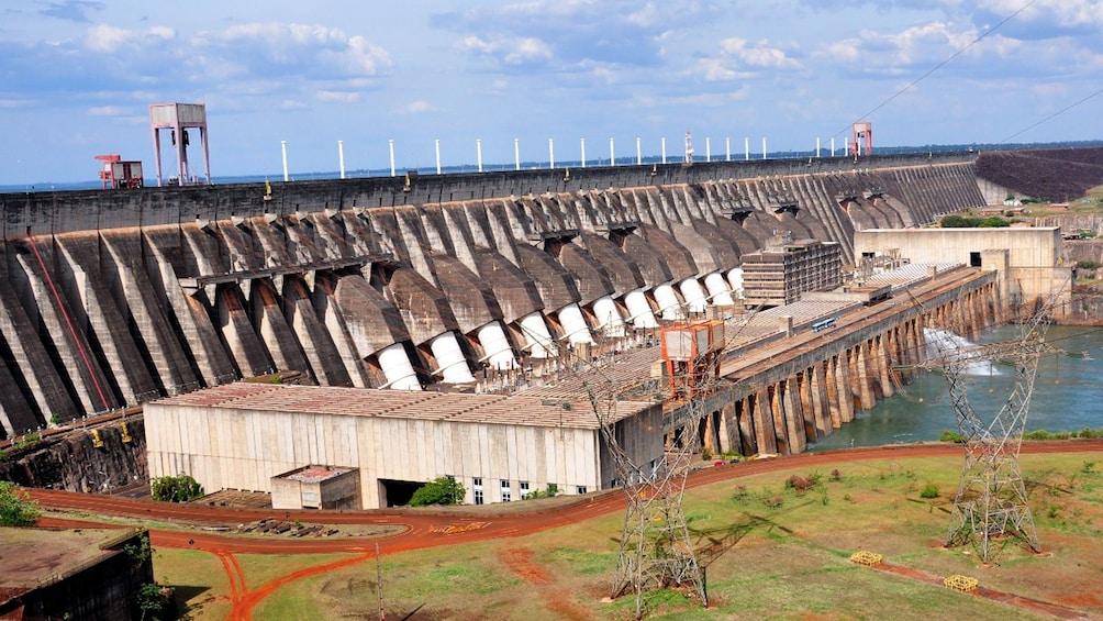 Cargar foto 3 de 10. Visiting the Itaipu Dam in Iguazu