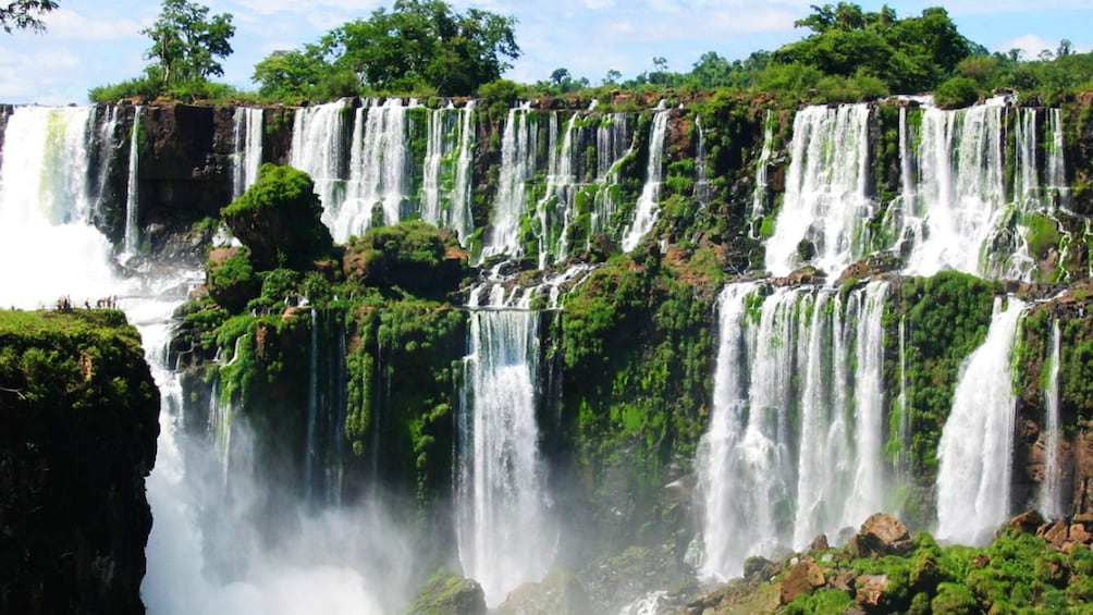 Carregar foto 2 de 9. Picturesque view of Iguazu Falls in Argentina