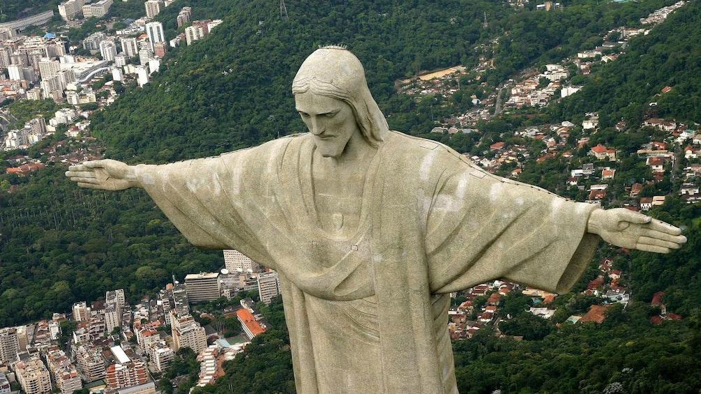Carregar foto 3 de 10. Christ the Redeemer statue from above in Rio de Janeiro