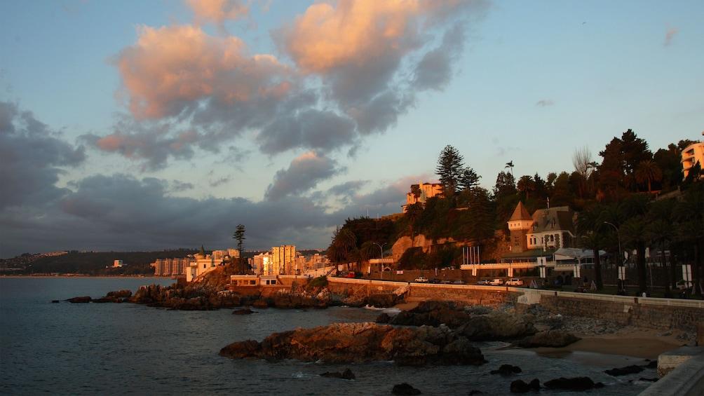 Carregar foto 3 de 7. Coastal town of Vina del Mar at sunset