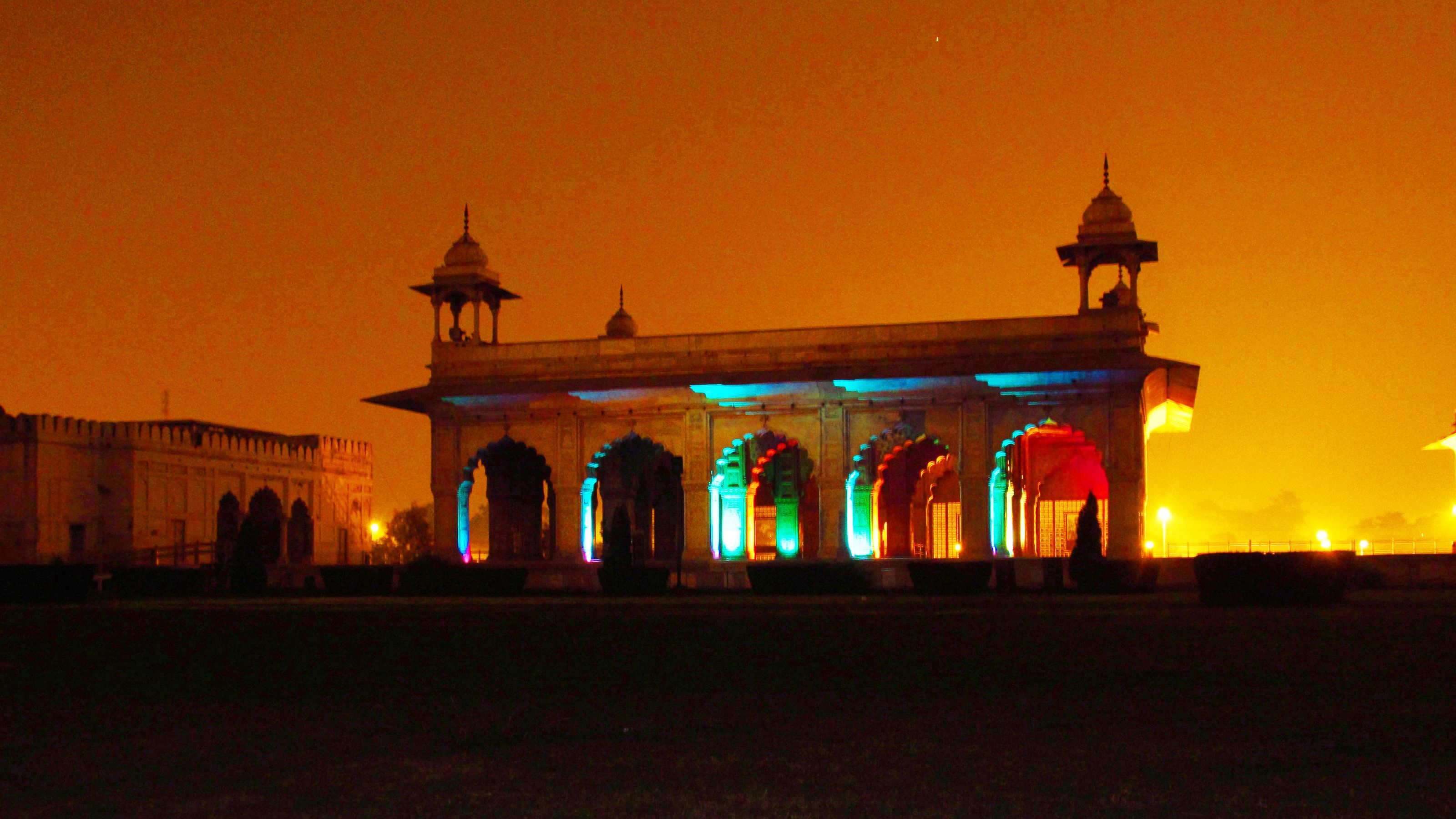 Private tour of Sound & Light Show at Red Fort with Dinner