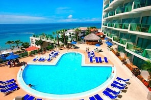 Full-Day All-Inclusive Tour to Barcelo Colon Miramar in Salinas from Guayaq...