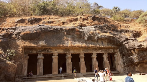 Elephanta Caves_HGDNX4.jpg