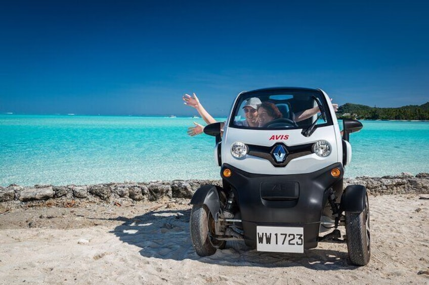 Couple in Twizy