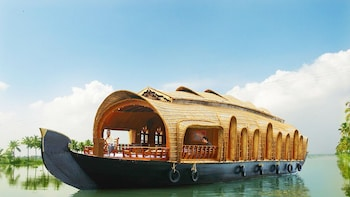 Private Houseboat Cruise on Alleppey Backwaters with Lunch
