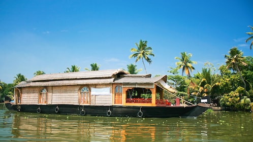 Relaxing private Houseboat Cruise along the Alleppey Backwaters in Kochi