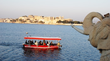Lake Pichola Sunset Boat Experience from Udaipur