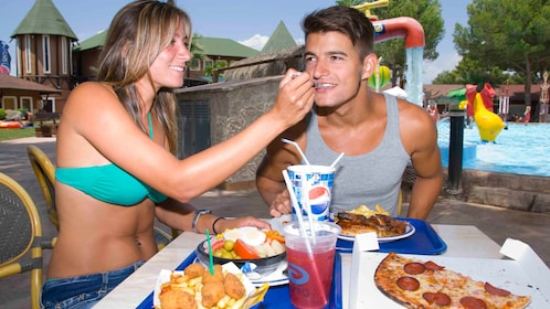 A couple eating lunch at Aqualand in Mallorca