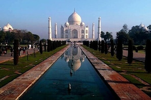 Ahmedabad to Taj Mahal & Agra Fort Same Day Private Tour with Return Flight...