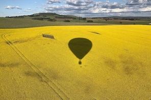 Daylesford sunrise balloon flight & champagne breakfast