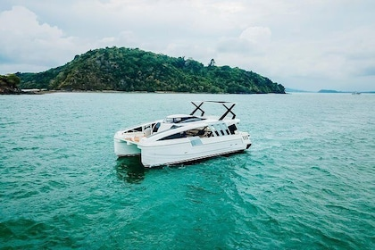 Day tour by Power Yacht to Mantanani island from Kota Kinabalu