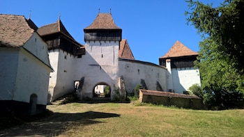 Day trip from Brasov: Traditions in Viscri village & lunch