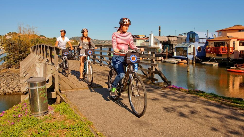 Charger l'élément 3 sur 7. People biking in San Francisco