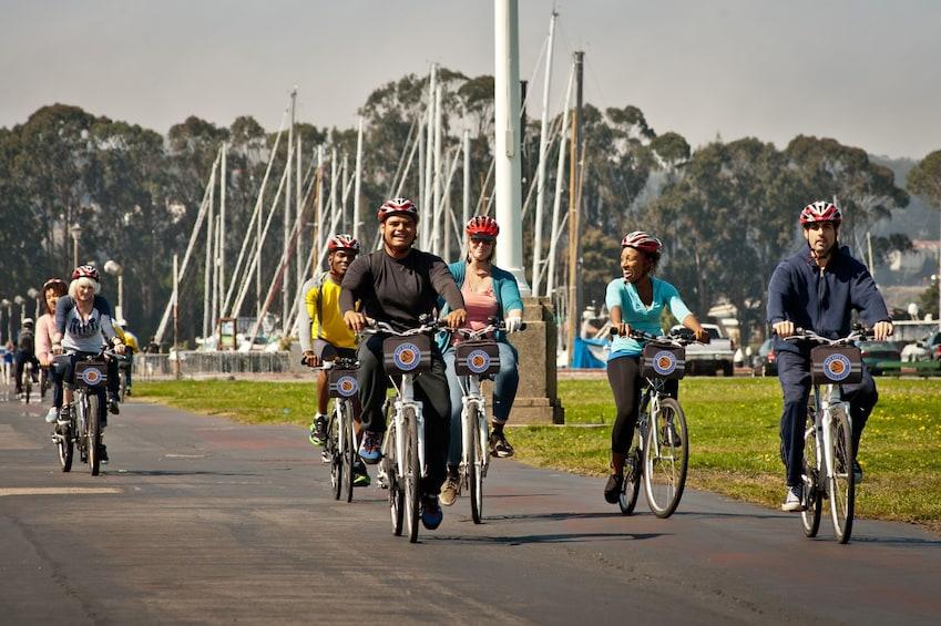 Charger l'élément 4 sur 7. Golden Gate Bridge to Sausalito Guided Bike Tour