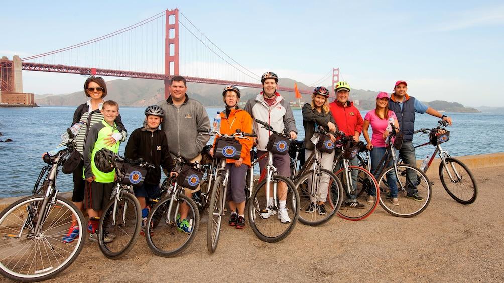 Charger l'élément 1 sur 7. Bike Group next to Golden Gate