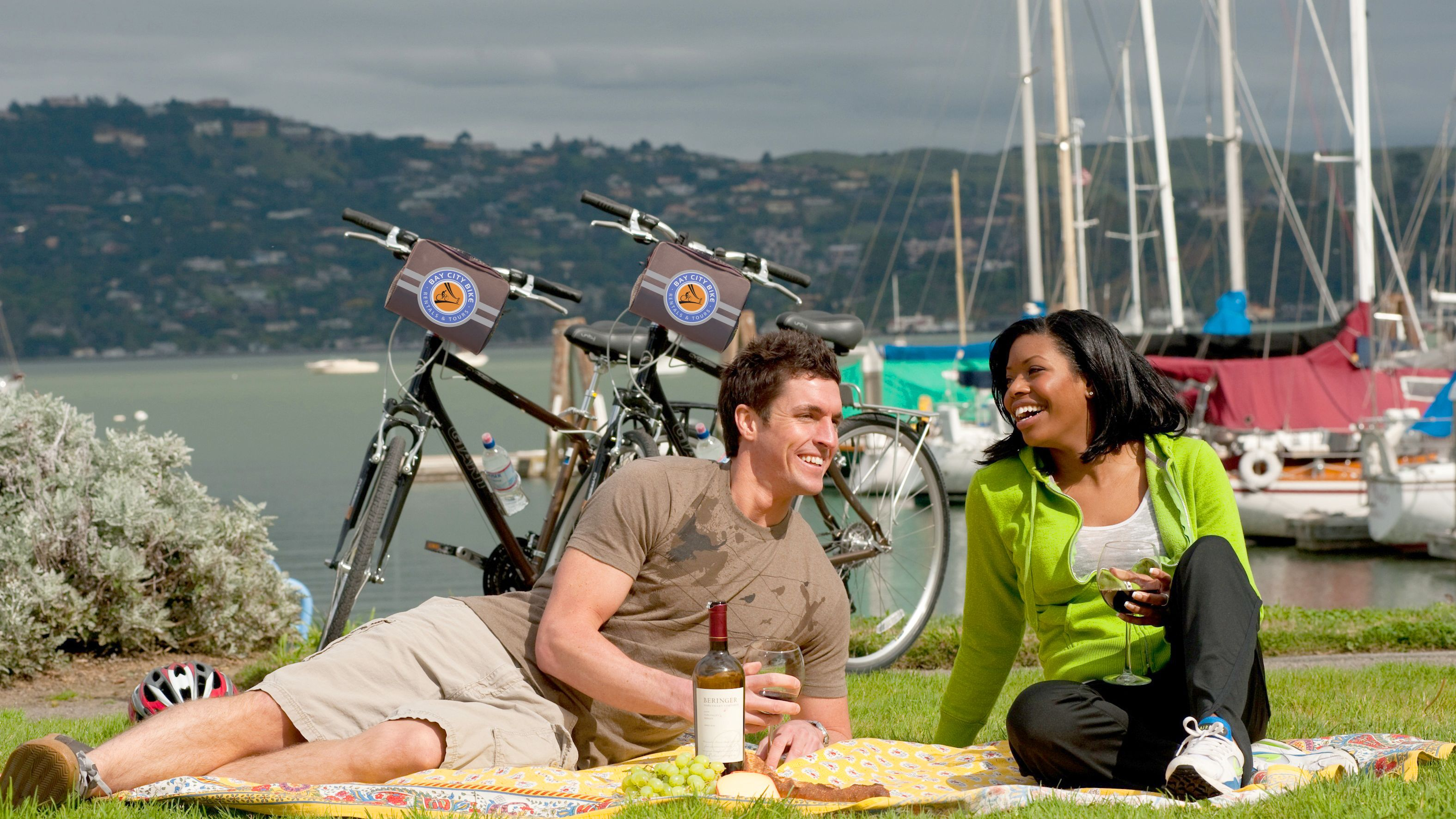 Couple picnicking in San Francisco