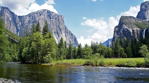U-shaped valley at Yosemite National Park