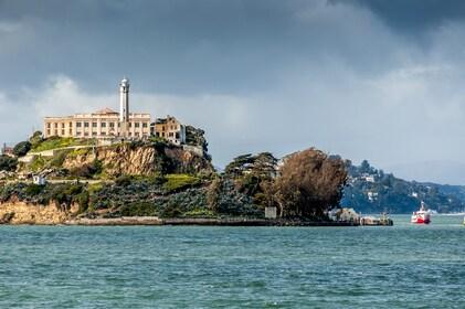 Golden Gate Bay Cruise: sail around Alcatraz!