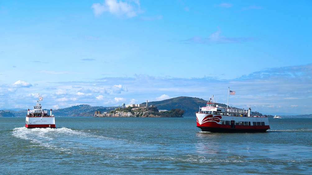 Golden Gate Bay Cruise Service: sail around Alcatraz!
