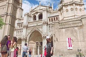 Seven Monuments Walking Tour & Tourist Pass
