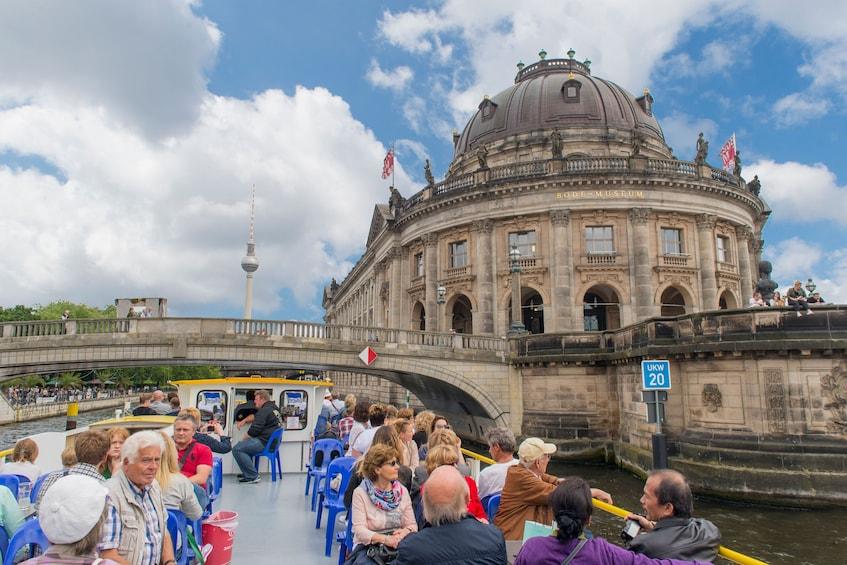Foto 10 van 10. Berlin Hop-On Hop-Off Bus Tour