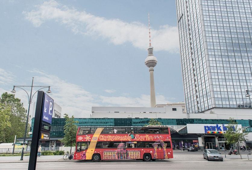 Åpne bilde 10 av 10. Berlin Hop-On Hop-Off Bus Tour