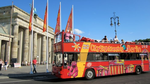 Hop on hop off bus in front of the Altes Museum in Berlin