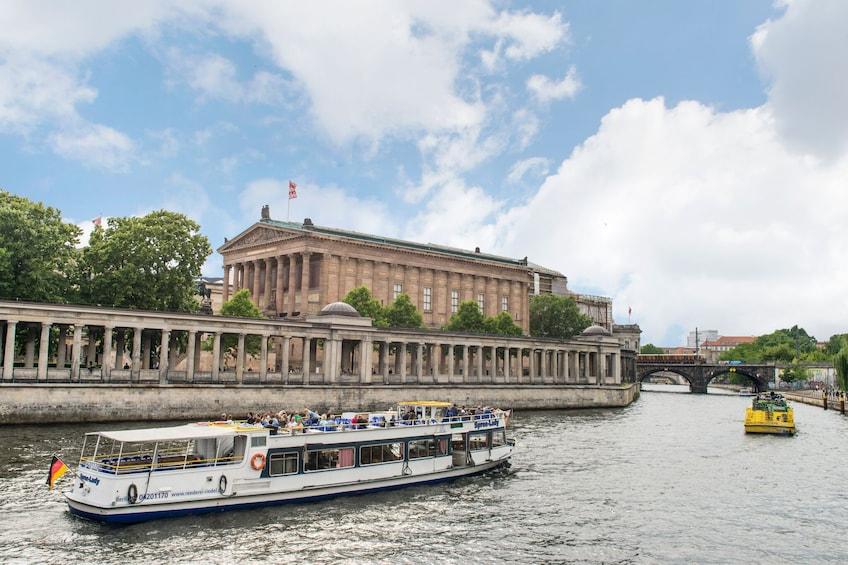 Foto 3 von 10 laden Berlin Hop-On Hop-Off Bus Tour