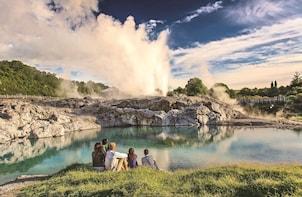 Hobbiton Movie Set/Te Puia Geothermal Valley Rotorua Tour