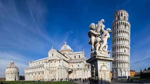 Wide shot of Pisa Square in Pisa