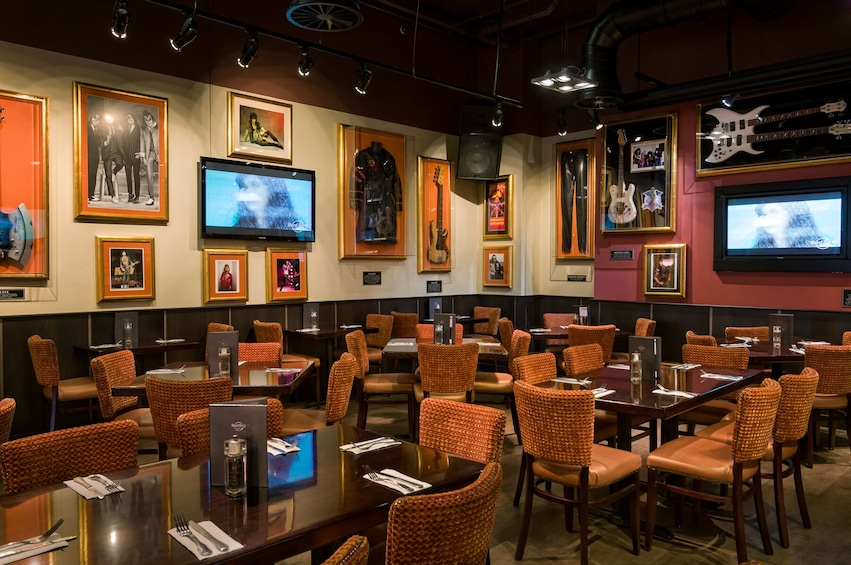 Hard Rock Cafe Cologne Dining with Priority Seating
