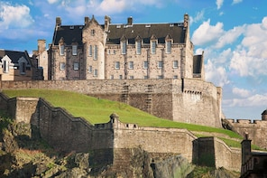 """Tour del Castello di Edimburgo con ingresso """"salta la fila"""""""