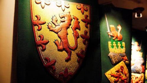 castle crest in edinburgh
