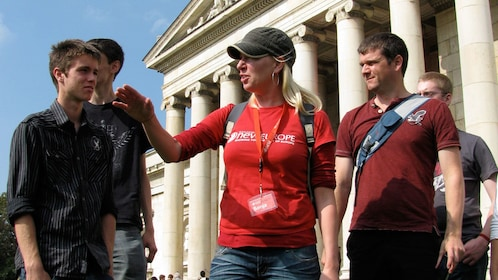 Tourguide giving a group a Munich Third Reich Tour