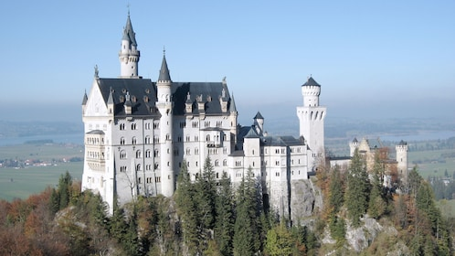 Day view of a large building in Neuschwanstein