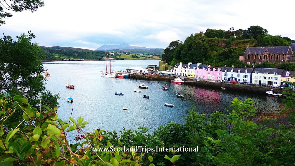 TOUR HIGHLANDS, LOCH NESS, CALEDONIAN CANAL & ISLE OF SKYE!