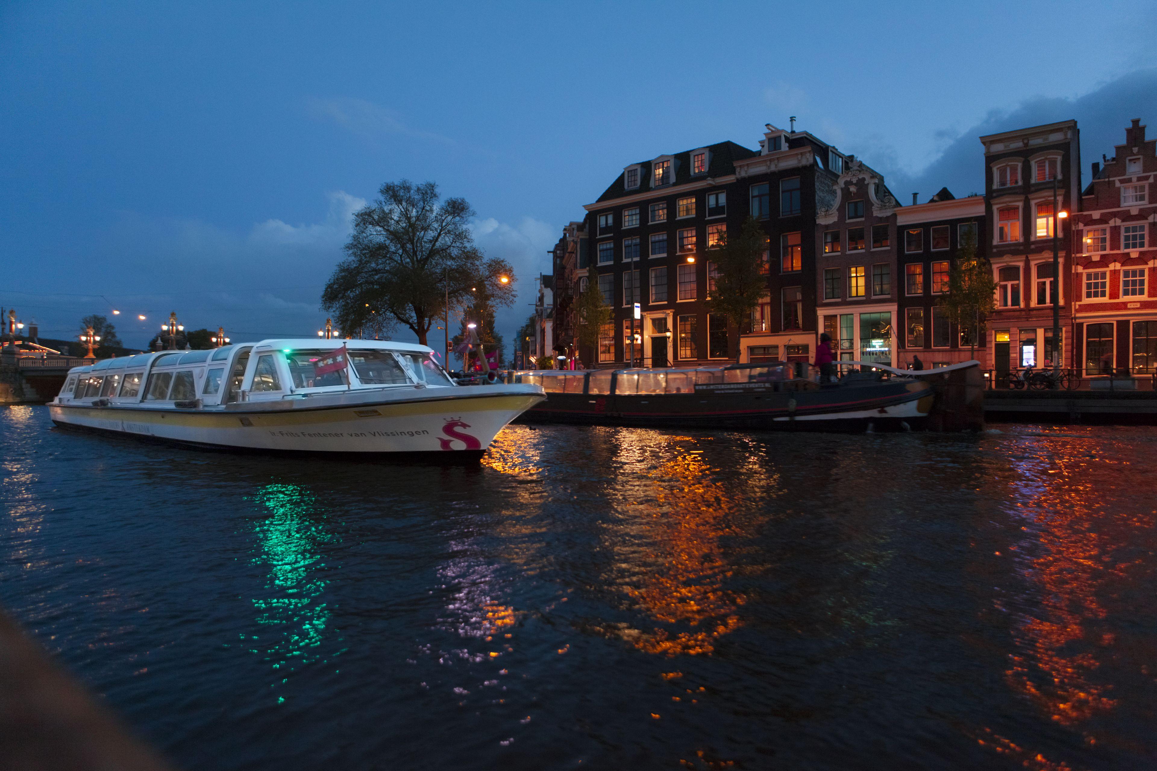 CTA Amsterdam Dinner Cruise_Canal cruise by night.jpg