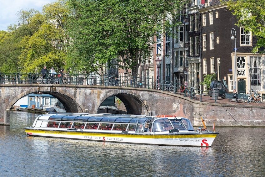 100 Highlights Canal Cruise with Audio Guide