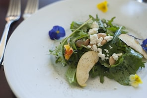 6 or 9-course tasting menu tours for foodies